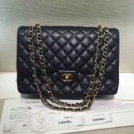 Chanel Timeless Classic Noir Mi Caviar Rabat avec chaîne en doré